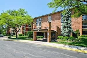 77 Lake Hinsdale Dr #406 Willowbrook, IL 60527
