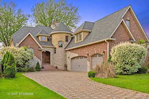 4436 Roslyn Rd Downers Grove, IL 60515