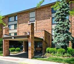 77 Lake Hinsdale Dr #204 Willowbrook, IL 60527