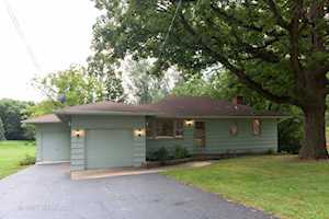 1101 Woodcrest Dr Downers Grove, IL 60516