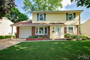 1112 Valley Stream Dr Wheeling, IL 60090