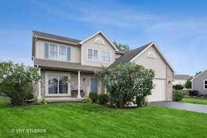 461 Spring Ridge Dr Crystal Lake, IL 60012