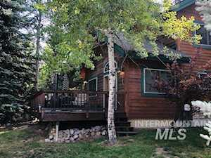 957 Cottage Ct Mccall, ID 83638