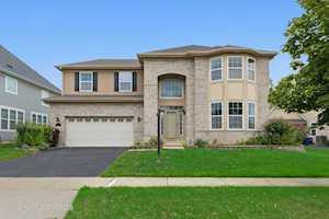 1710 N Woods Way Vernon Hills, IL 60061