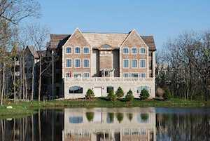 1800 Amberley Ct #104 Lake Forest, IL 60045