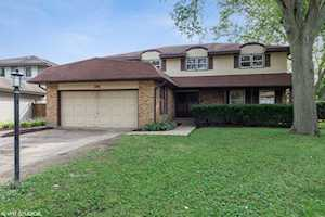 108 Holly Ct Wheeling, IL 60090