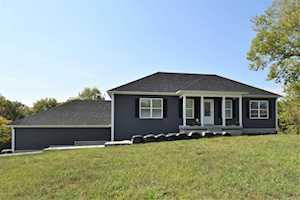 80 Cherokee Ct Taylorsville, KY 40071