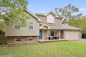 5S240 Middle Rd Naperville, IL 60563