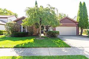 229 E Fox Hill Dr Buffalo Grove, IL 60089