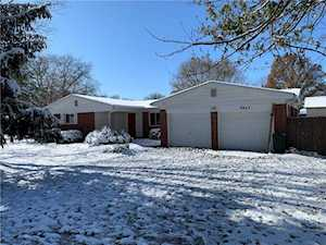 664 E Russell Lake Dr Zionsville, IN 46077