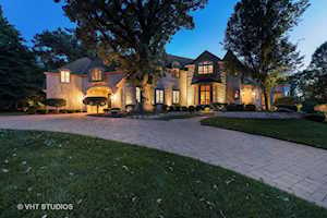 404 Forest Ln Libertyville, IL 60048
