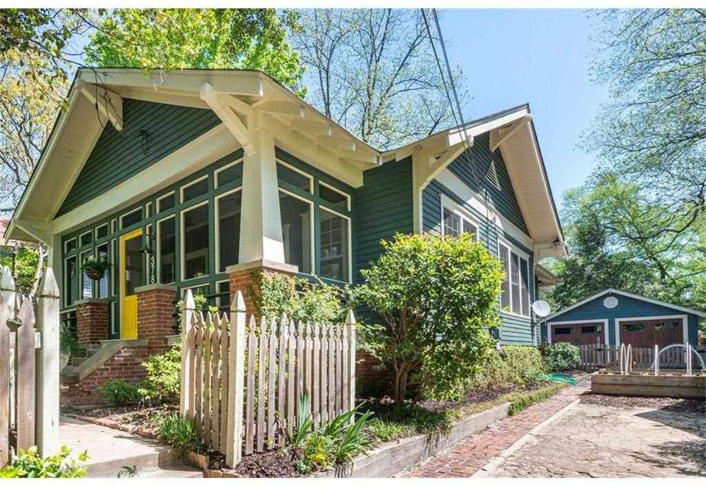 378 Oakland Ave SE is a homes for sale located in the Grant Park community of Atlanta Photo 1
