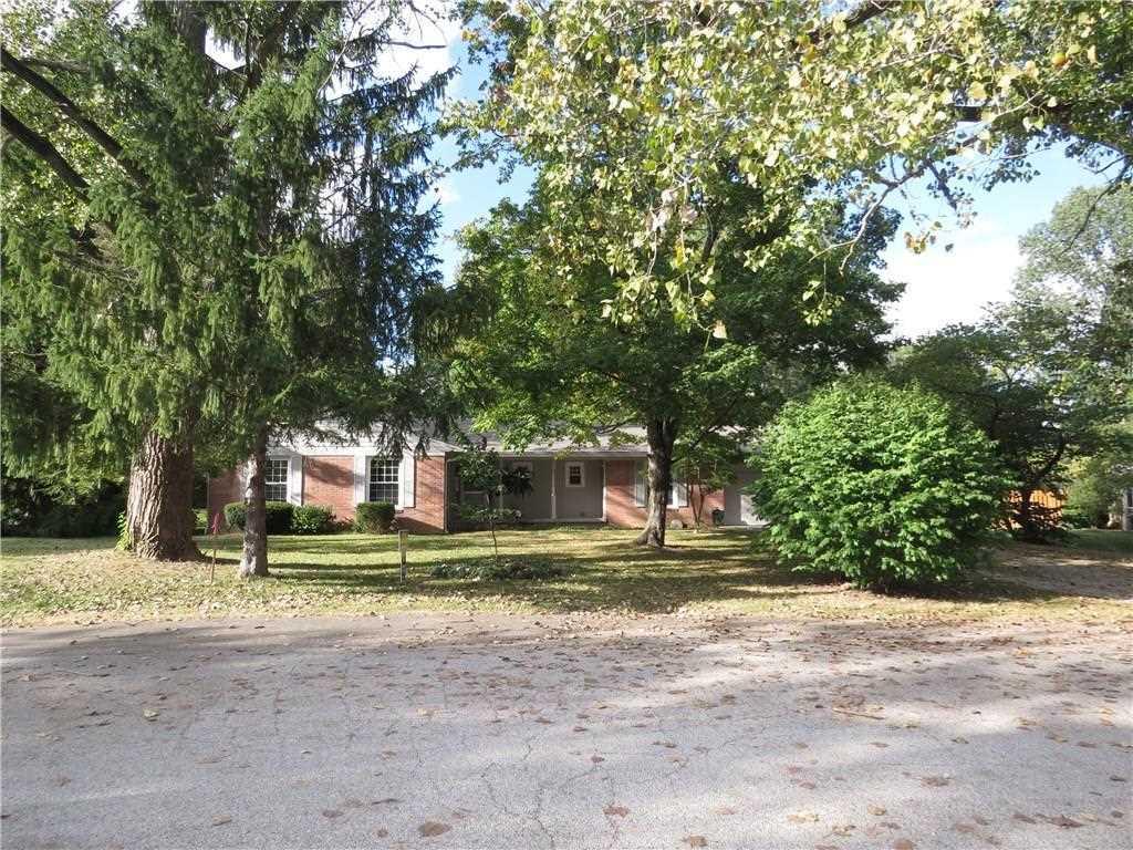 640 Valley View Drive Zionsville, IN 46077   MLS 21512181 Photo 1