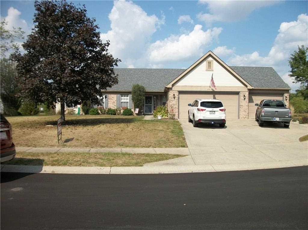 354 ryan trail brownsburg in 46112 mls 21514211 for Brownsburg garage doors