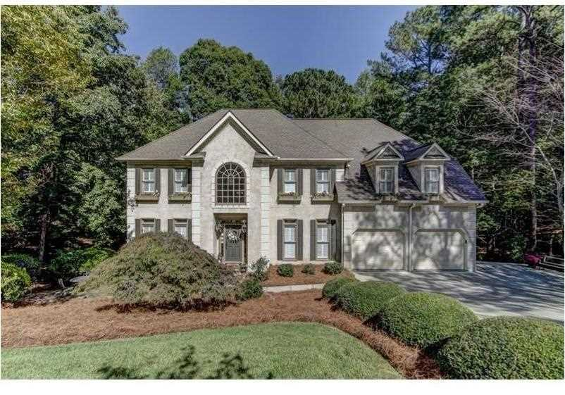 9015 Bluffview Trace Roswell, GA 30076 | MLS 5917850 Photo 1