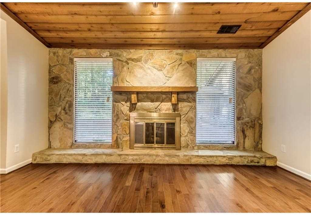 A Lovely Ranch With New Wood Floors Fresh Paint Ac Private