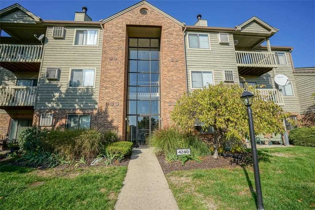 4240 Village Parkway Circle E #6 Indianapolis, IN 46254 | MLS 21522895 Photo 1