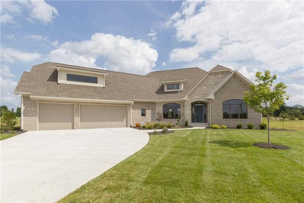 699 Meadowbrook Lane Franklin, IN 46131 | MLS 21523645 Photo 1