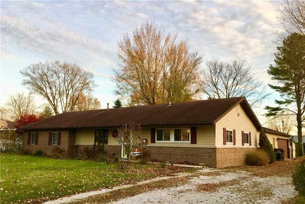 7623 E Vermont Drive Terre Haute, IN 47802 | MLS 21524968 Photo 1