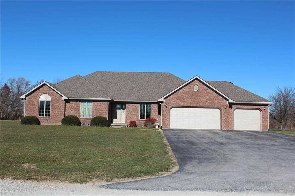 641 N County Road 200 E Danville, IN 46122 | MLS 21526809 Photo 1