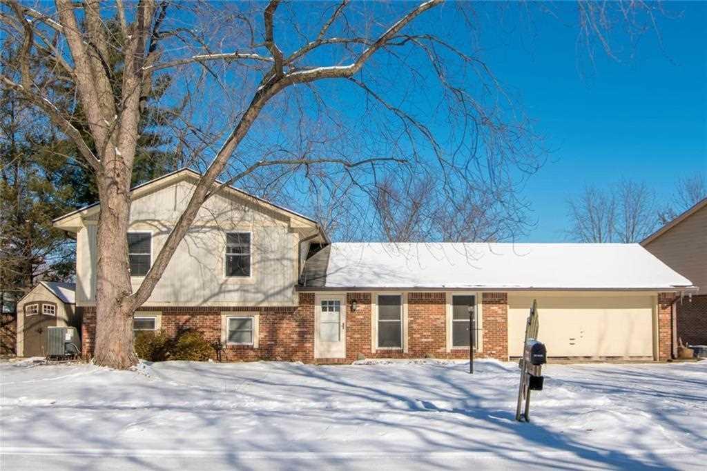 8649 Fox Ridge Lane Indianapolis, IN 46256 | MLS 21530217 Photo 1