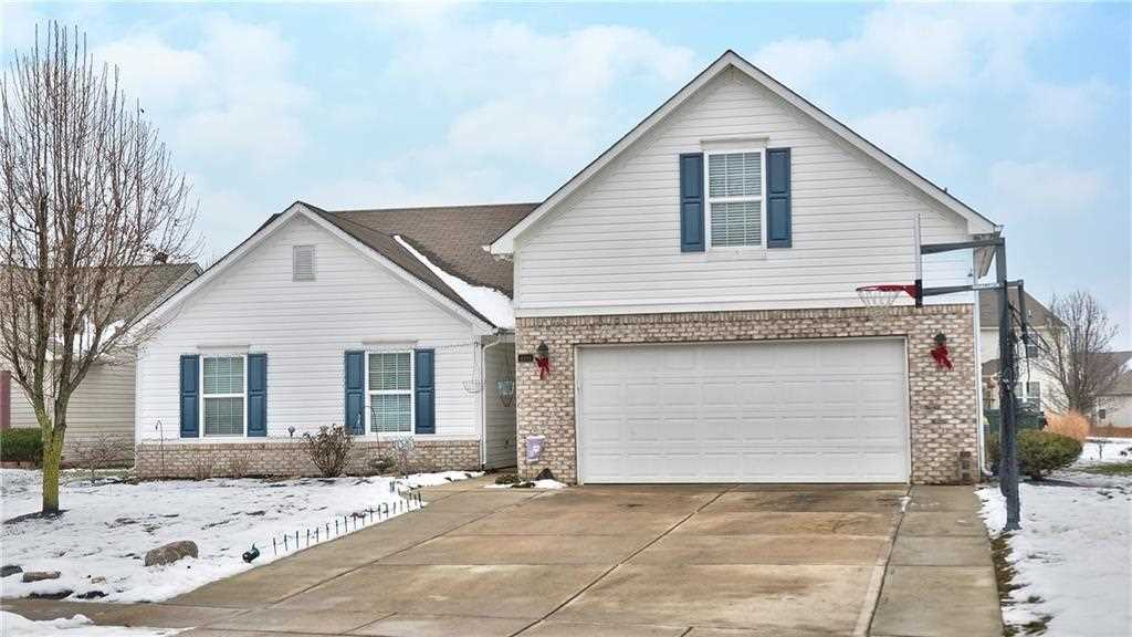 4094 S Turning Leaf Court New Palestine, IN 46163 | MLS 21539629 Photo 1