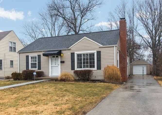 2706 Dell Zell Drive Indianapolis, IN 46220 | MLS 21546560 Photo 1
