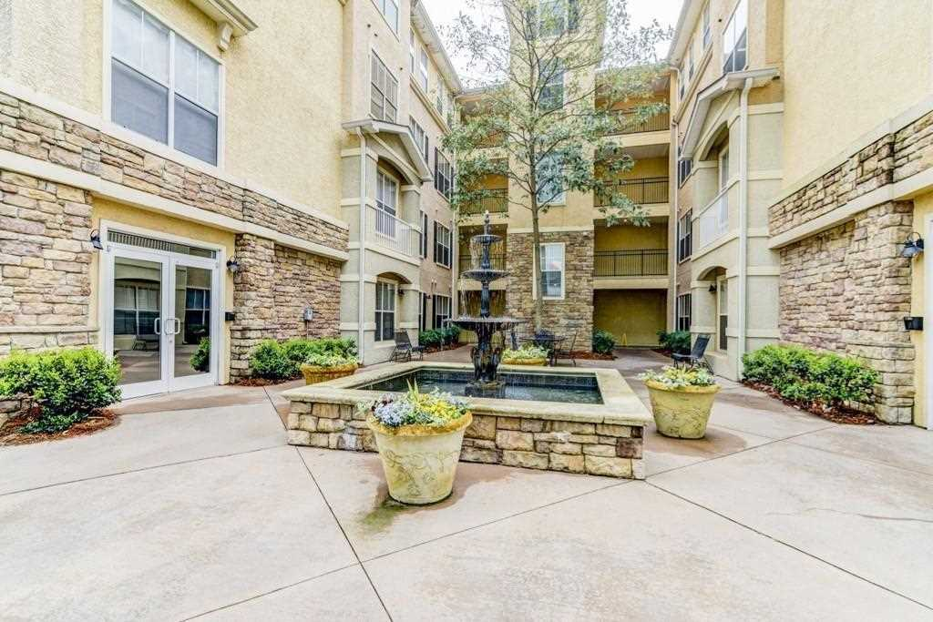Beautiful Condo Located In Exclusive Condo Community Minutes From