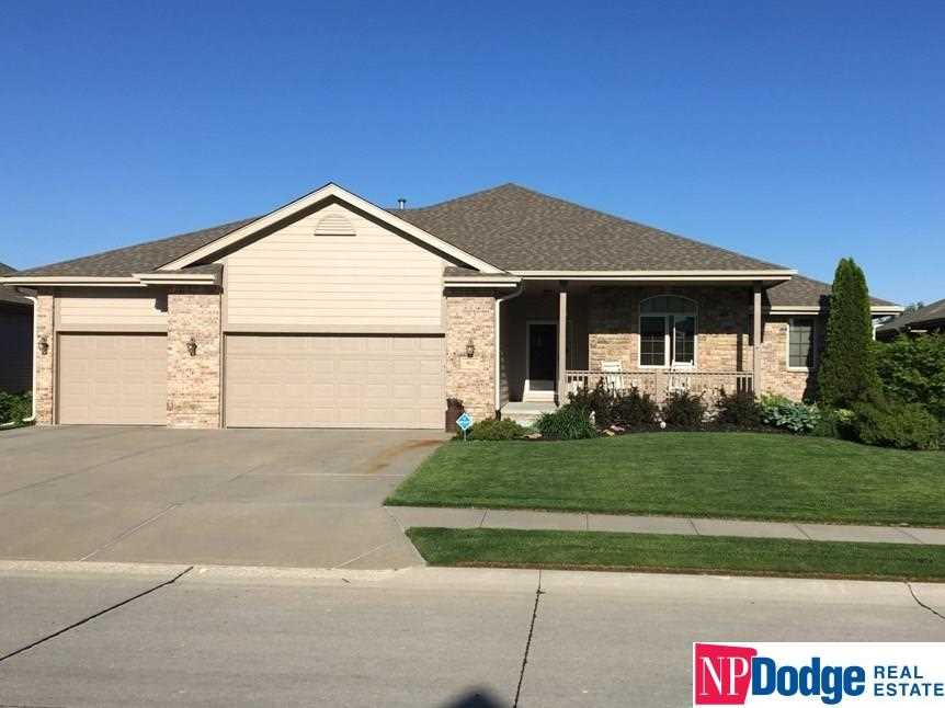 9602 S 172 Omaha, NE 68136 | MLS 21802890 Photo 1