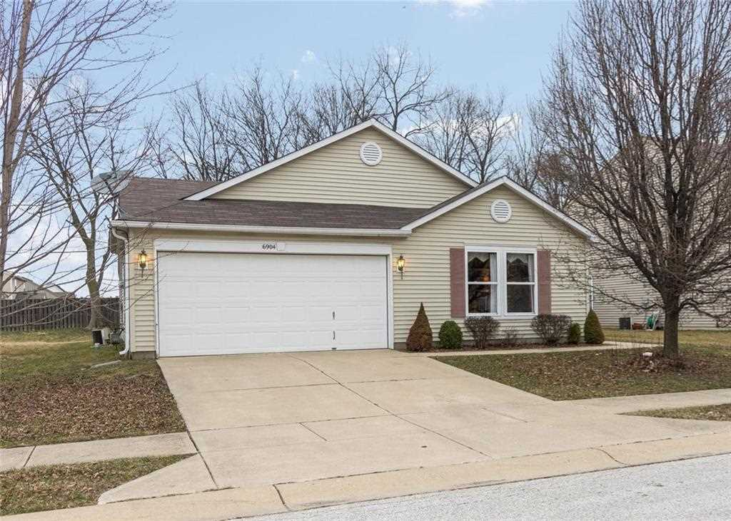 6904 Minnow Drive Indianapolis, IN 46237 | MLS 21548962 Photo 1