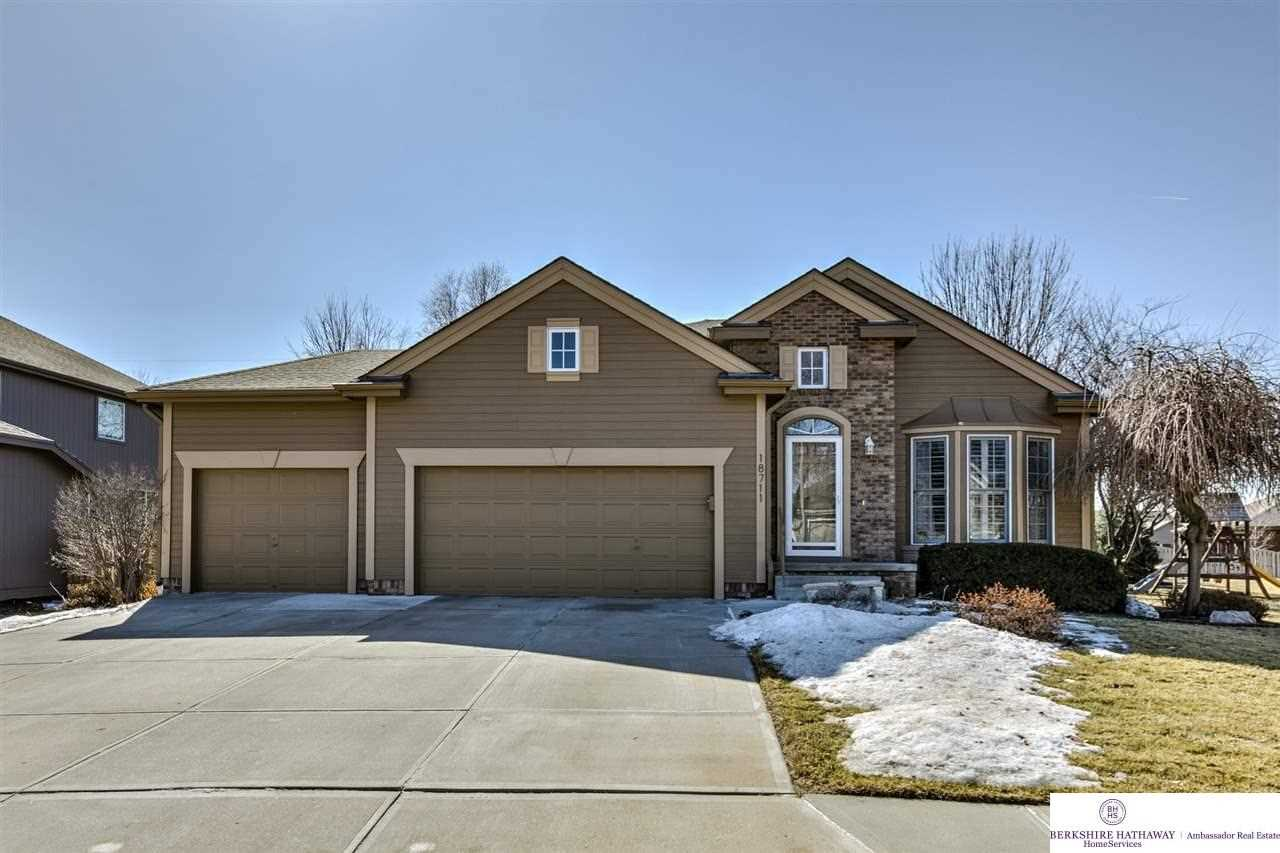 18711 Mayberry Omaha, NE 68022 | MLS 21803356 Photo 1