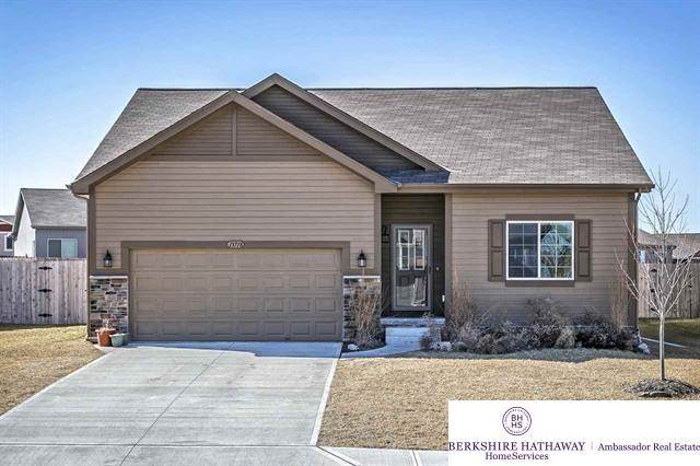 13718 S 44 Bellevue, NE 68123 | MLS 21803372 Photo 1