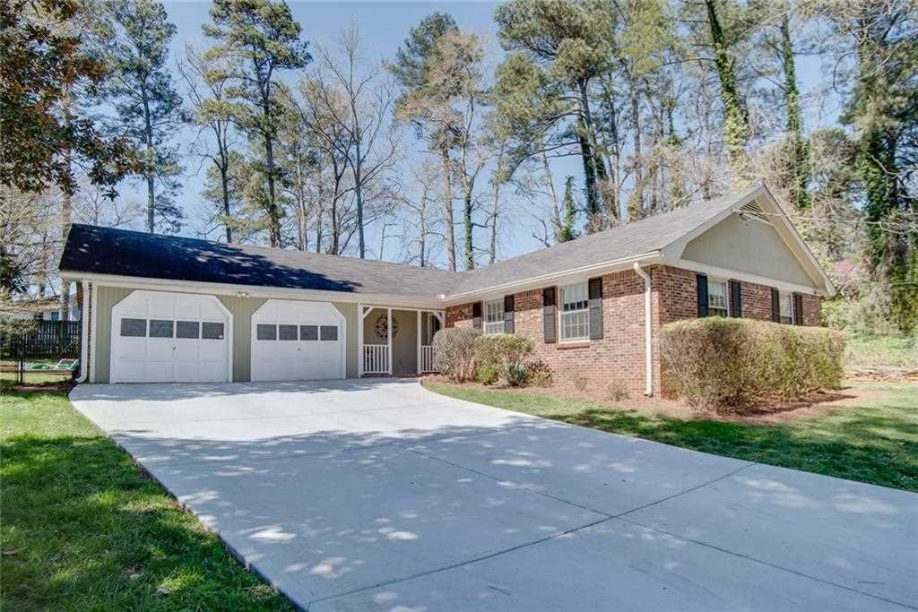 Updated Brick Frame Ranch In Close In Tucker W/ Huge Fenced In Backyard W