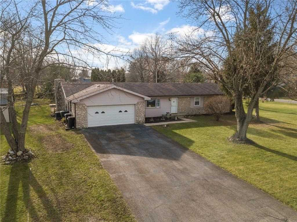6919 W Colonial Drive Greenfield, IN 46140 | MLS 21527551 Photo 1