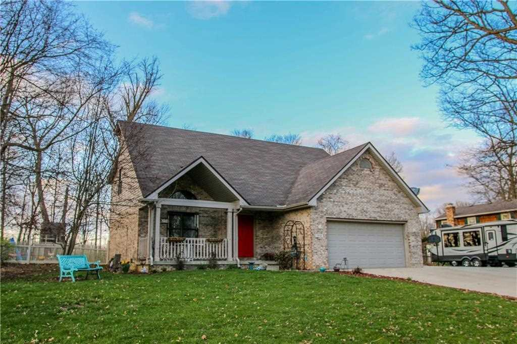 3814 Middleway Drive Anderson, IN 46012 | MLS 21545417 Photo 1