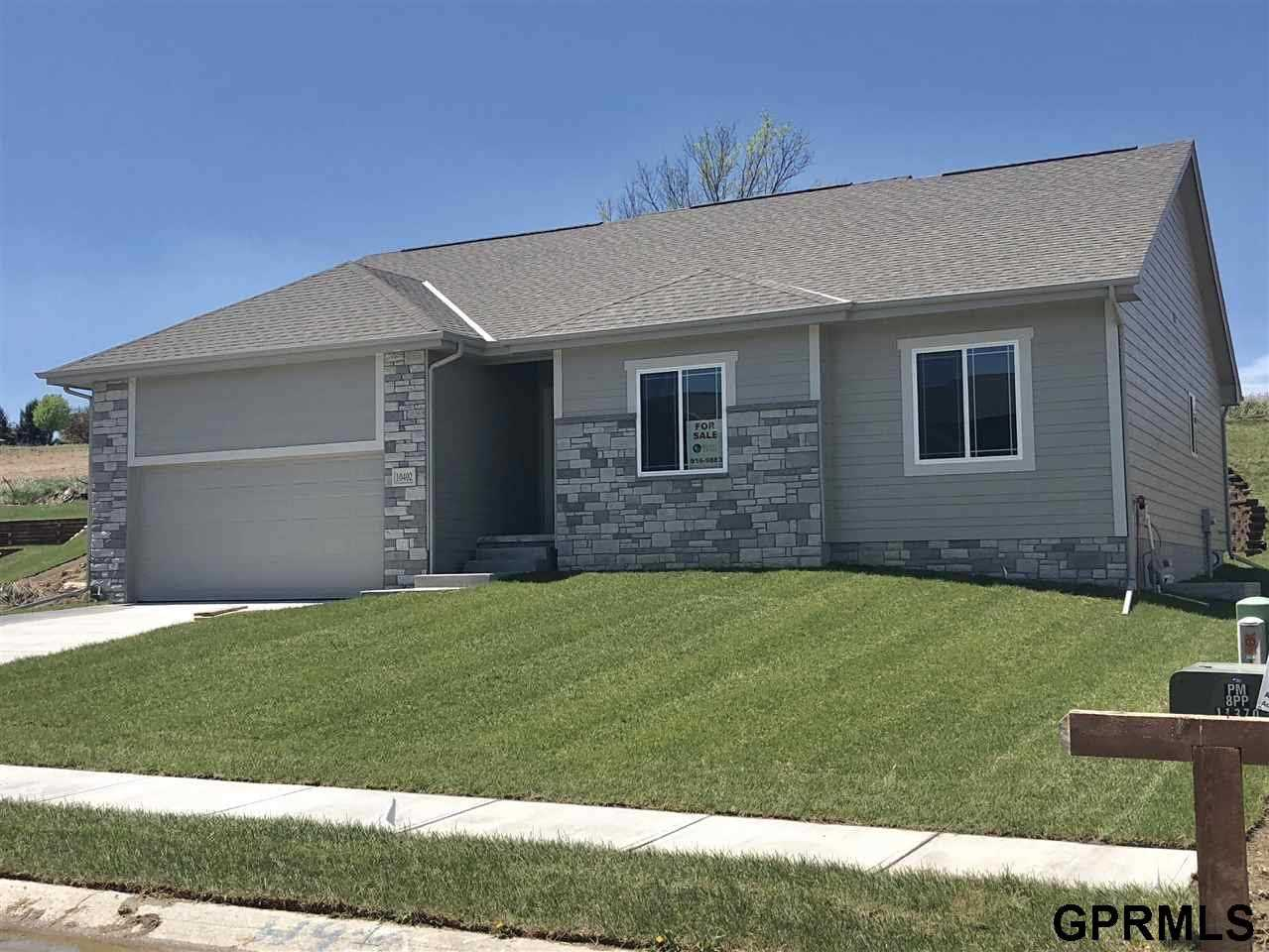 10402 N 152 Bennington, NE 68007 | MLS 21722412 Photo 1