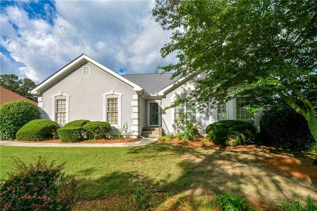 Home De well maintained ranch home located in an inviting cul de sac setting