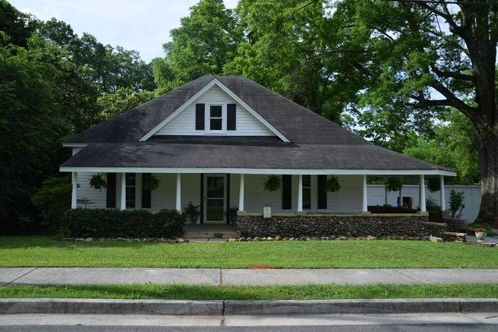 come view this beautiful home located in the national historic - Beautiful Home Pic