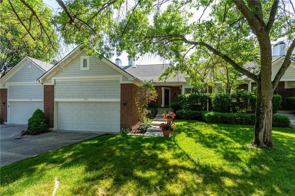 7851 Clearwater Cove Drive Indianapolis, IN 46240 | MLS 21573299 Photo 1