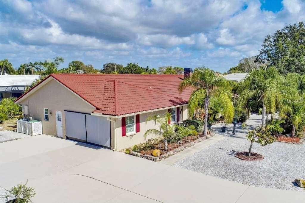 246 Woodland Drive Englewood, FL 34223 | MLS D5923044 Photo 1
