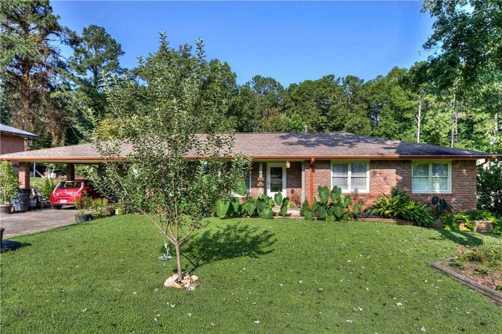 Minutes From Historic Downtown Acworth And Beach This Lovely 3 Sided Brick Home Is