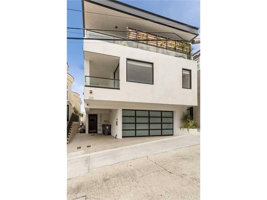 229 Rosecrans Place in Manhattan Beach, CA - MLS# SB18215937 Photo 1