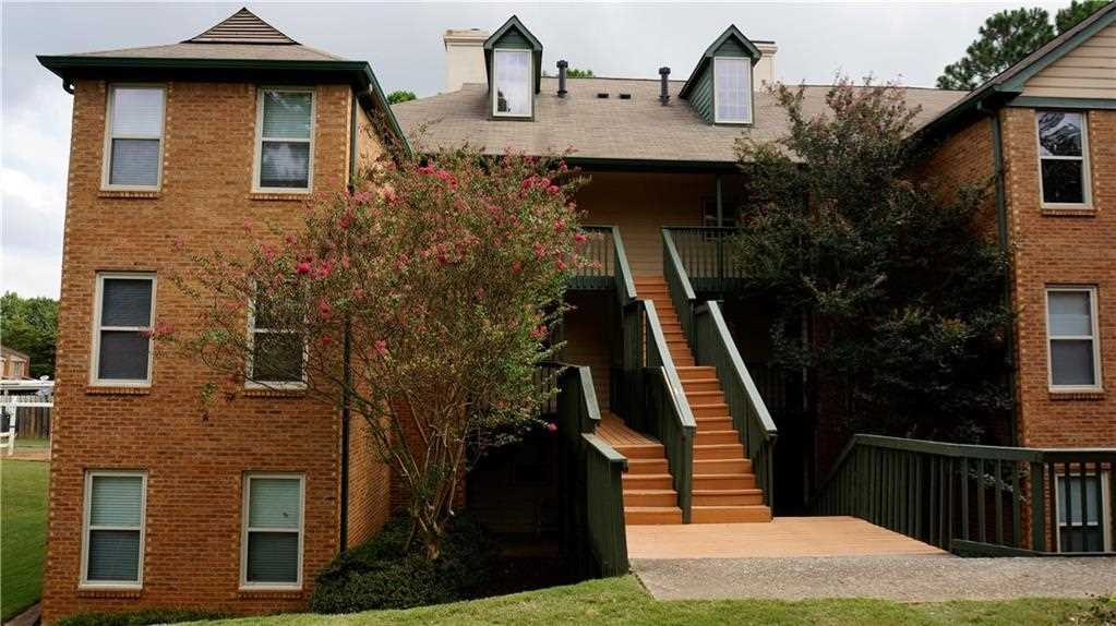 Lovely End Unit In Hampton Arbors Complex!Spacious End Unit(extra Windows  For Lighting