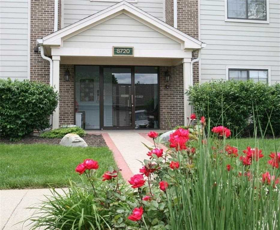 8720 Yardley Court #104 Indianapolis, IN 46268 | MLS 21595014