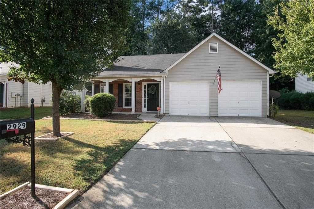 Conveniently Located Close To Downtown Acworth Restaurants And Ping This Charming Home