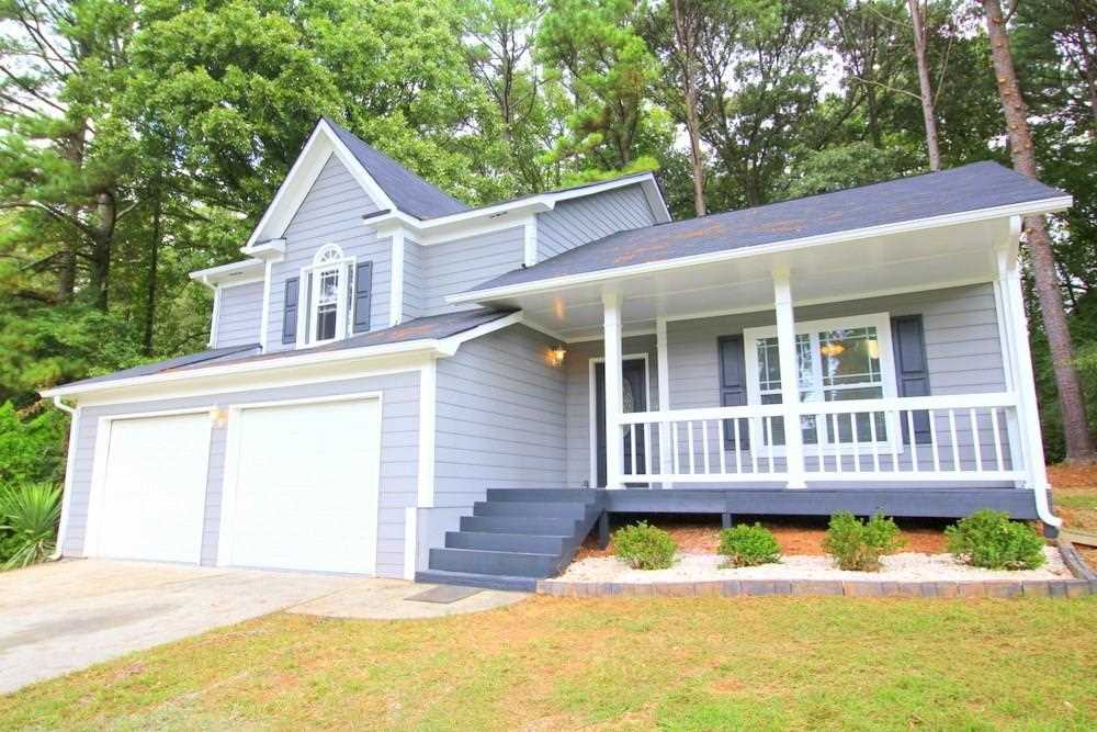 5392 Winslow Crossing N is a homes for sale located in the Oaktree Estates community of Lithonia Photo 1