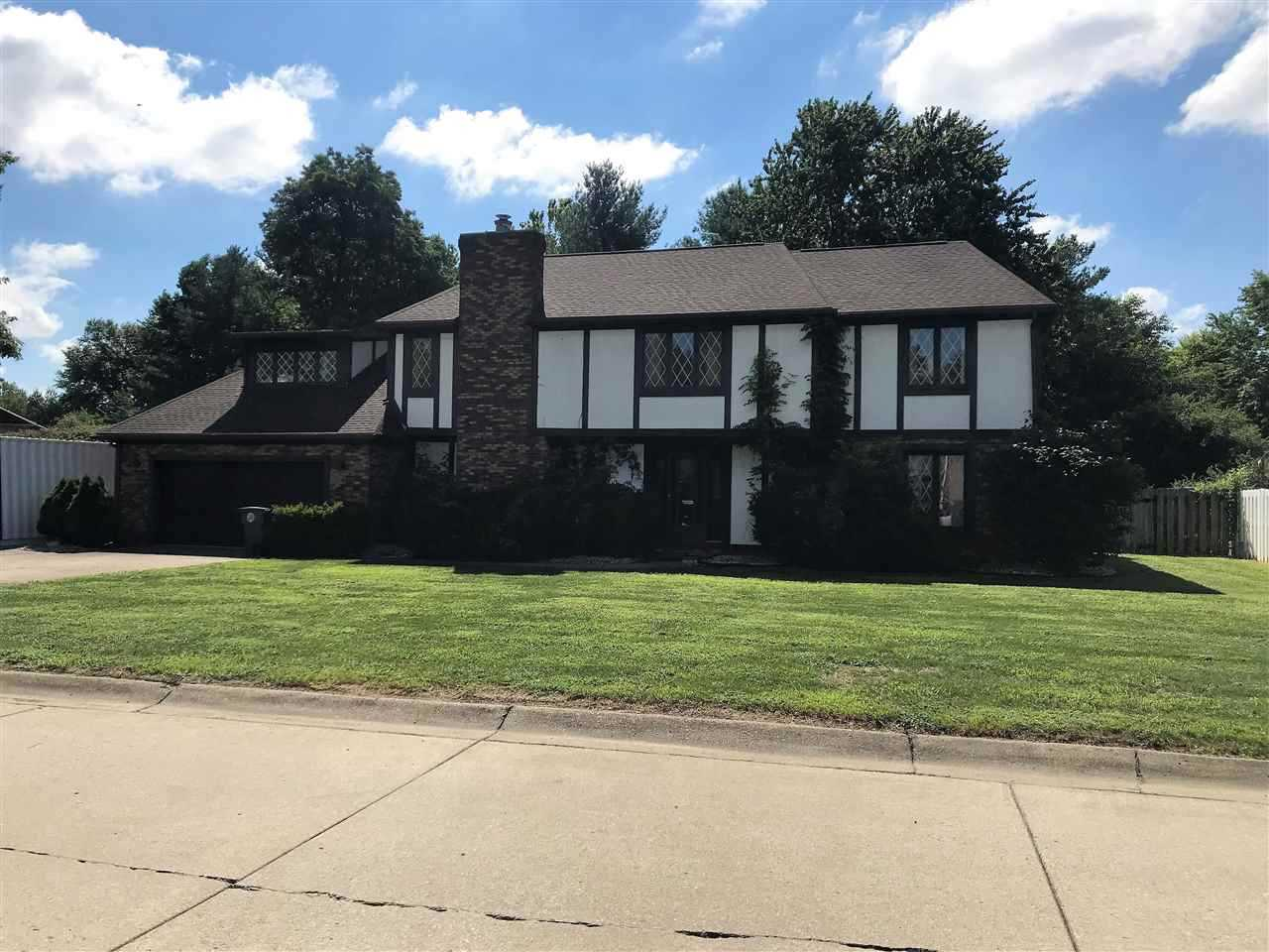 1124 BROOKSHIRE Drive Evansville, IN 47715 | MLS 201833478 Photo 1
