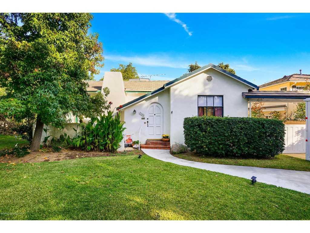 2060 Minoru Drive, Altadena, CA 91001 | MLS #818005482  Photo 1