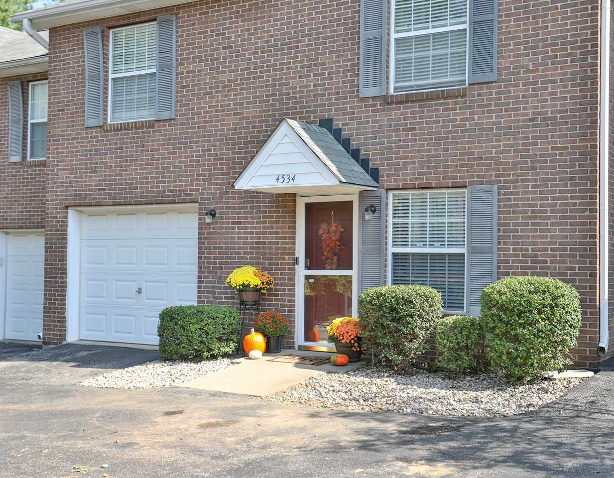 4534 Meadowlark Manor Ln Louisville Ky 40245 Mls 1516189