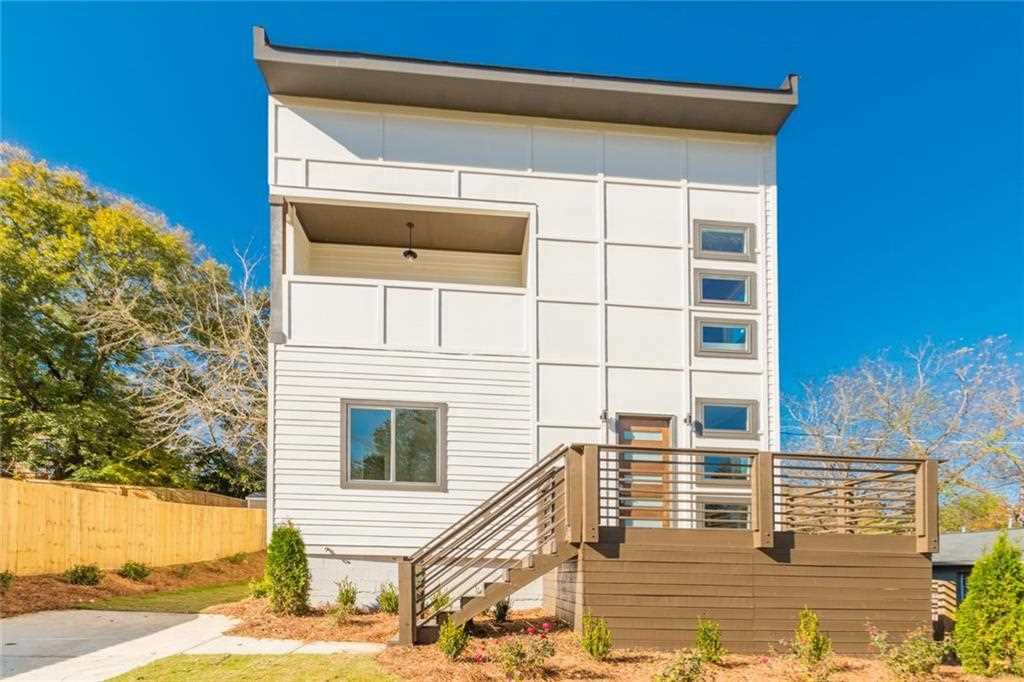 975 Grant Terrace SE is a homes for sale located in the Grant Park community of Atlanta Photo 1